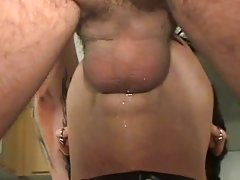 Deepthroat darling drools on dick