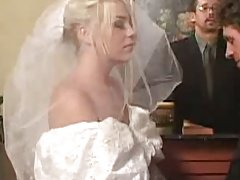 Slutty bride gives double bj